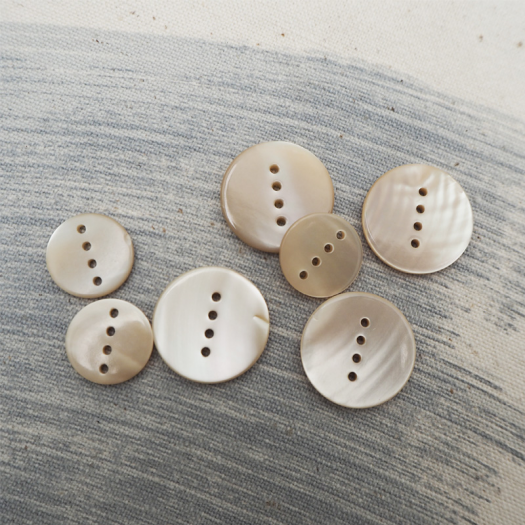 Mother-of-pearl Line button 15-20mm