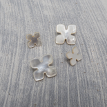 White Mother-of-pearl Puzzle button 11-16mm