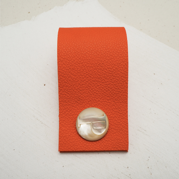Cuff buttons with leather in red