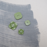 Button Square Green flower 15mm