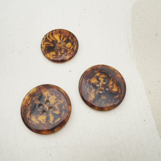 Tawny Resin Button 25-30mm