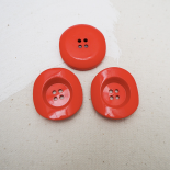 Red Resin button Classica 34mm