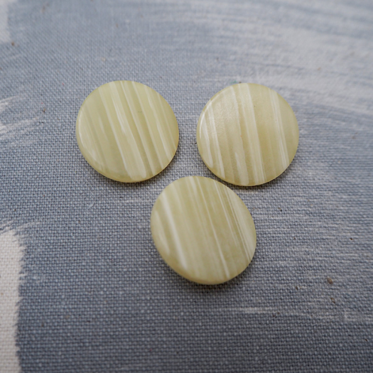 Beige resin button Jupiter 22mm