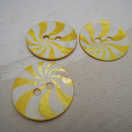 Mother-of-pearl lollipop yellow button 50mm