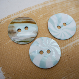 Mother-of-pearl lollipop blue button 50mm
