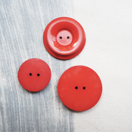 Red Round Resin button 21-30mm Gala