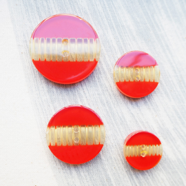 Red Resin sewing button Wavy 22-27-33-40mm