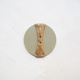 Large round button resin beige Cleopatra 44mm