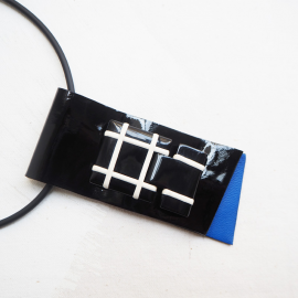 Design short necklace Cravateen leather black & cobalt blue