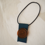Collier Court Orange Bleue Cravateen