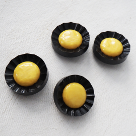 Resin Button Yellow and Black Marguerite 34 mm