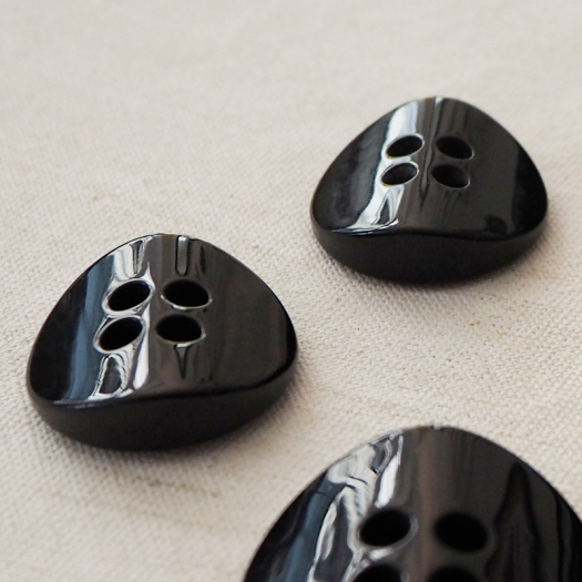Top Coat Black Button Resin 25-30mm