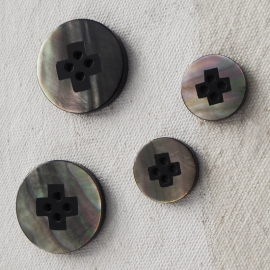 Design Shell Button Black 15-23mm