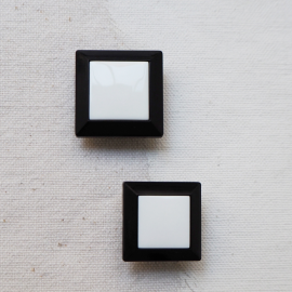 Square Fashion Button Bicolor Black White 20-22mm