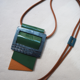 Design Necklace Leather and resin Green Blue Cravateen