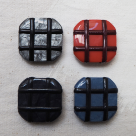 Crossed Square Buttons Set Blue and Red 30mm