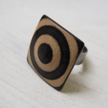 Large Design Ring Wood Beige Black Vertigo