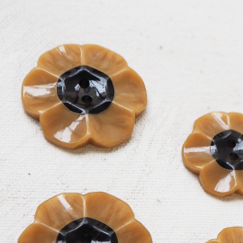 Button Flower Bakelite Yellow Black 13-17-21-26mm