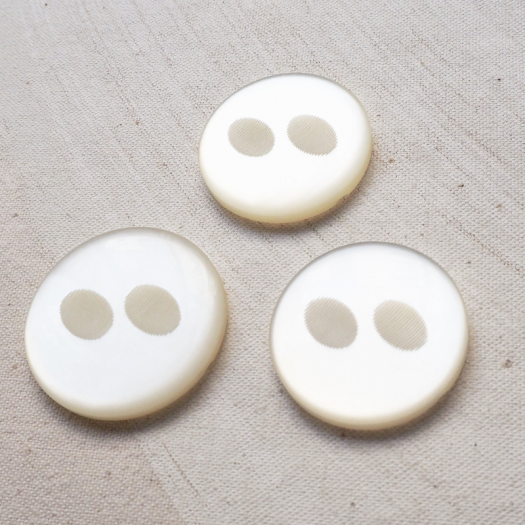Stylish Buttons White Pierrot 34-38mm