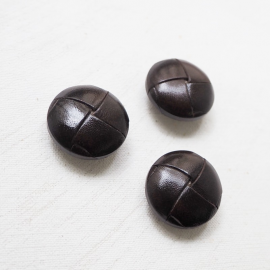 Round button faux leather brown 25mm