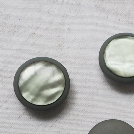 Jewelry Button Pearly Green 28mm