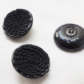 Design Button Black Trimmings 41mm Volute