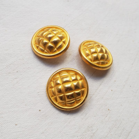 Design Button Golden Checkerboard 28mm