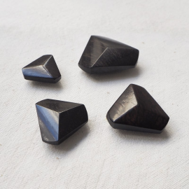 Design Button Ebony Triangle 22 27 31 36mm