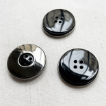 Design Button Galalithe on black metal cup 28mm