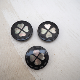 Black happy Clover button 24mm
