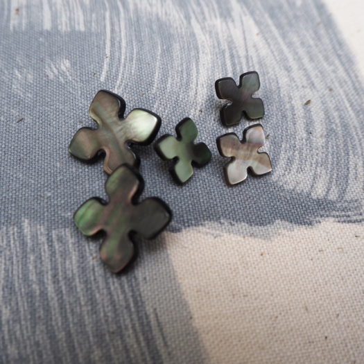 Bouton Puzzle nacre taupe 13-20mm