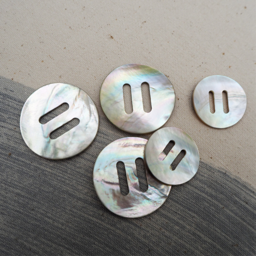 Mother-of-pearl Flake button 25-34mm